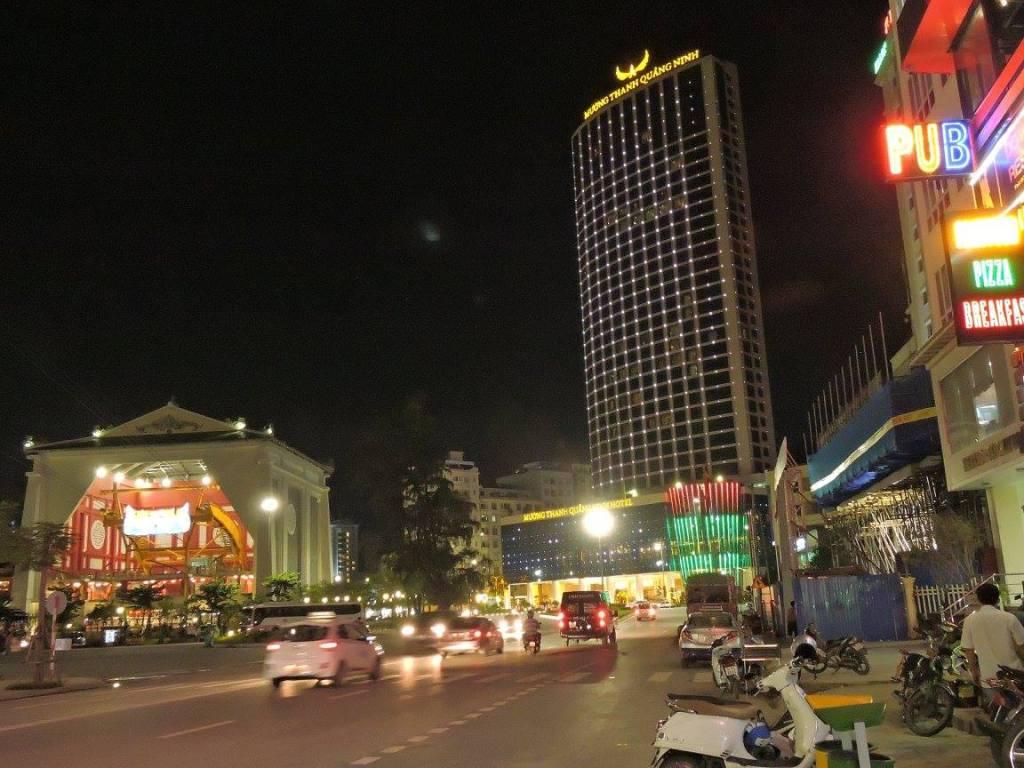 Gedung dan hotel baru menjulang tinggi di Ha Long City