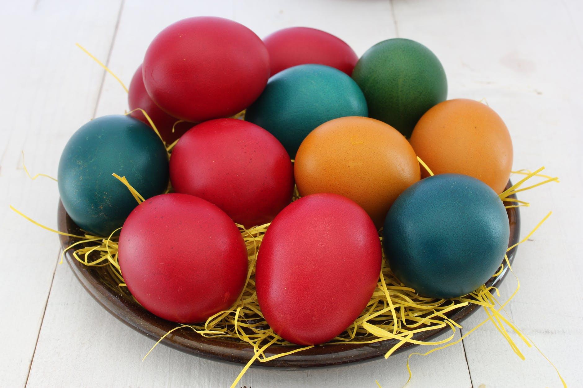 Arti warna merah telur Paskah adalah sebagai simbol darah Kristus
